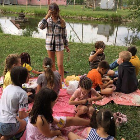 Санаторій Малятко - Пікнік із шашличком курячим та печеною картоплею найкраще смакує на природі біля озера серед друзів